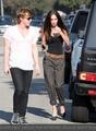 Меган Фокс носит одежду мужа.