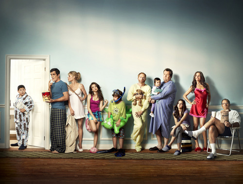 Modern Family wallpaper containing a concert called Modern Family EW  Photoshoot