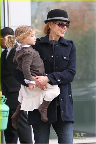 Nicole Kidman & Sunday Rose: Windy দিন in NYC