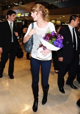 November 16 - Arriving at Narita International Airport in Narita, जापान