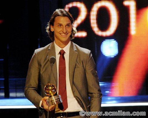 Zlatan Ibrahimovic wallpaper containing a business suit entitled Pallone d'oro a Zlatan Ibrahimovic