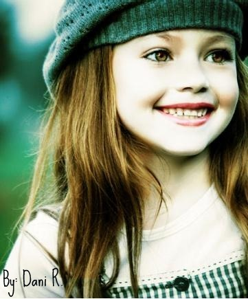 renesmee carlie cullen wallpaper with a portrait entitled Renesmee Cullen