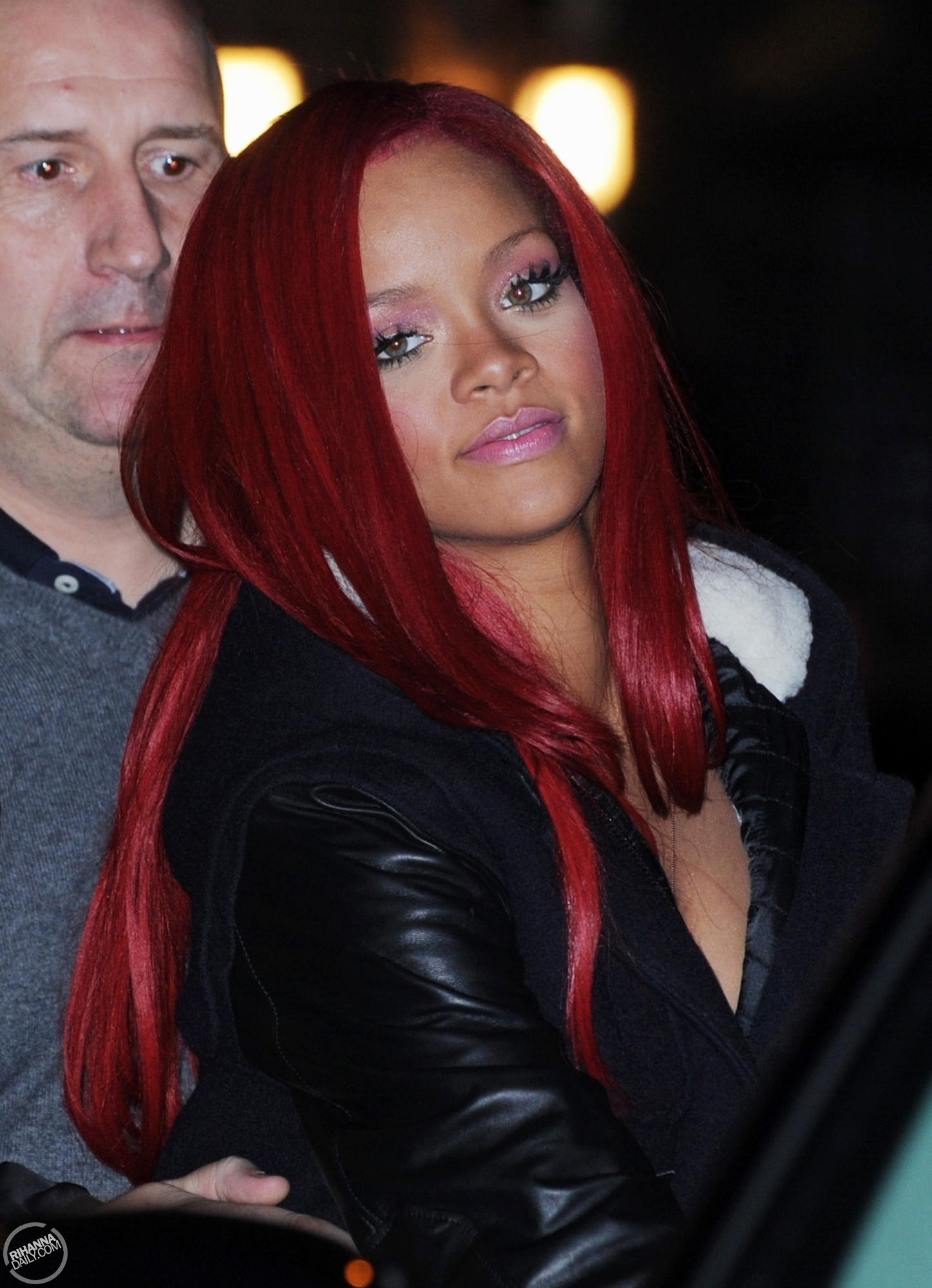 http://images4.fanpop.com/image/photos/17000000/Rihanna-leaving-Ed-Sullivan-Theater-and-heading-to-her-hotel-in-NYC-11-16-10-rihanna-17069663-1447-2000.jpg