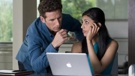 Royal Pains wallpaper with a laptop called Royal Pains - Season 1 episode 7
