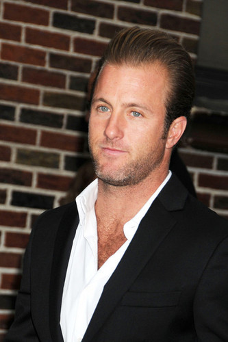 "Scott Caan Arrives at the ""Late hiển thị with David Letterman"""