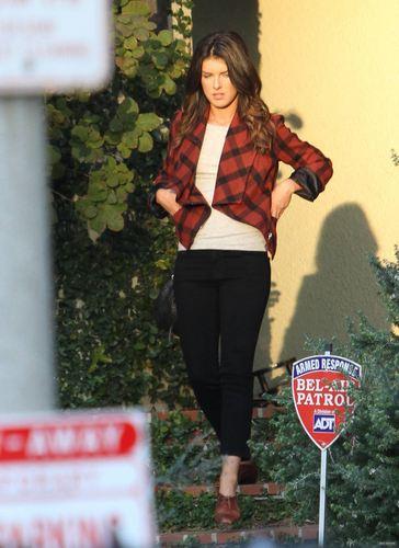 Shenae on set of 90210