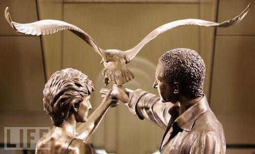 Statue of Dodi Fayed and Princess Diana