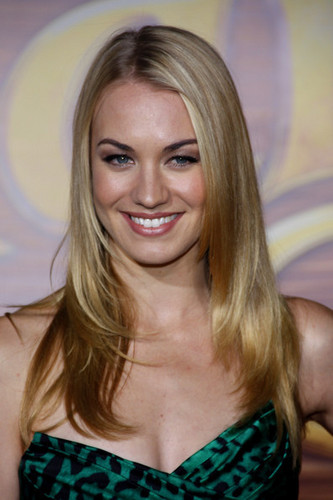 Yvonne Strahovski wallpaper containing a portrait titled Yvonne Strahovski @ the LA Premiere of 'Tangled'