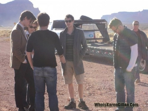 Matt Smith 壁纸 possibly with a green 贝雷帽 and a 步枪兵, 步枪手 titled doctor who series 6 filming in utah