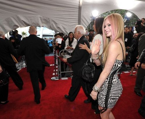 [NEW]- More American Music Awards Red Carpet pics