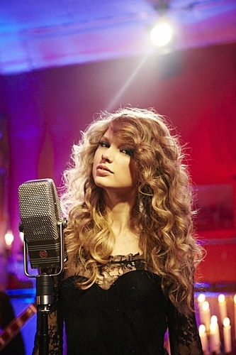 """Taylor Swift: Speak Now"" Thanksgiving concert special"