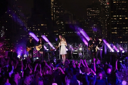 """Taylor Swift: Speak Now"" Thanksgiving konsert special"