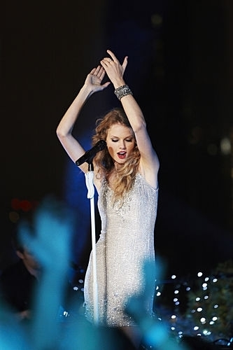 """""""Taylor Swift: Speak Now"""" Thanksgiving show, concerto special"""