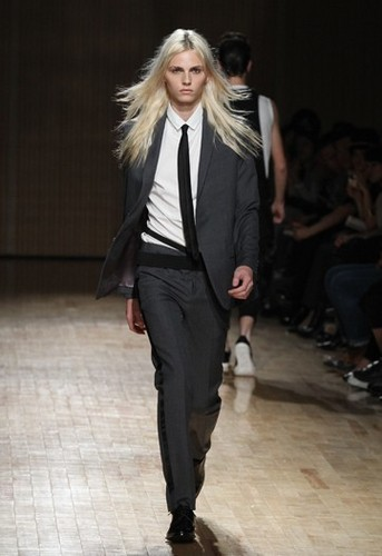 andrej pejic kertas dinding with a business suit, a well dressed person, and a suit entitled catwalk