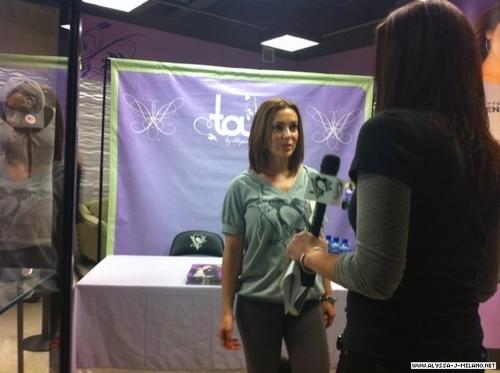 signing at pensgear store