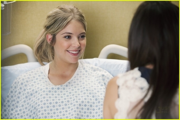 http://images4.fanpop.com/image/photos/17100000/1x11-Moments-Later-Stills-pretty-little-liars-tv-show-17186901-600-402.jpg