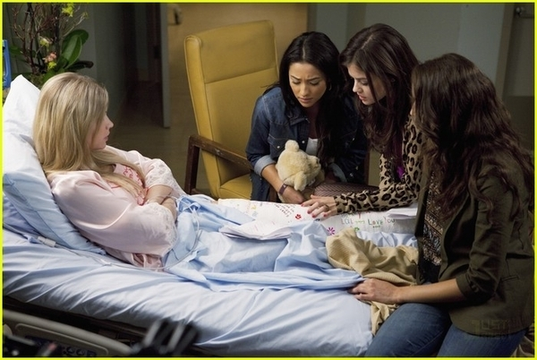 http://images4.fanpop.com/image/photos/17100000/1x11-Moments-Later-Stills-pretty-little-liars-tv-show-17186907-600-402.jpg