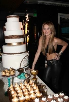21.11.10 Anniversaire de Miley Cyrus, 18 ans
