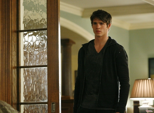 Jeremy Gilbert wallpaper possibly containing a breakfast area and a living room called 2x11 still