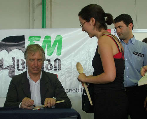 Alan signing a -SPOON-