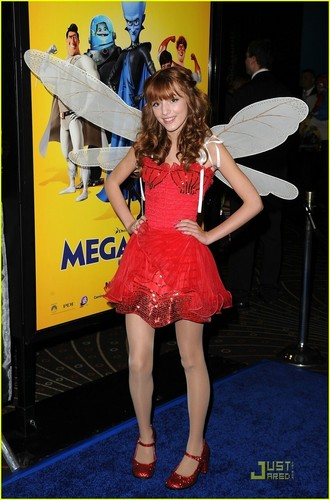 "bella thorne fondo de pantalla called Bella At The ""MegaMind"" Premiere"