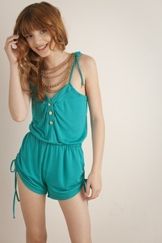 বেলা থর্নে দেওয়ালপত্র possibly containing a chemise, a playsuit, and a chemise entitled Bella Modeling<3