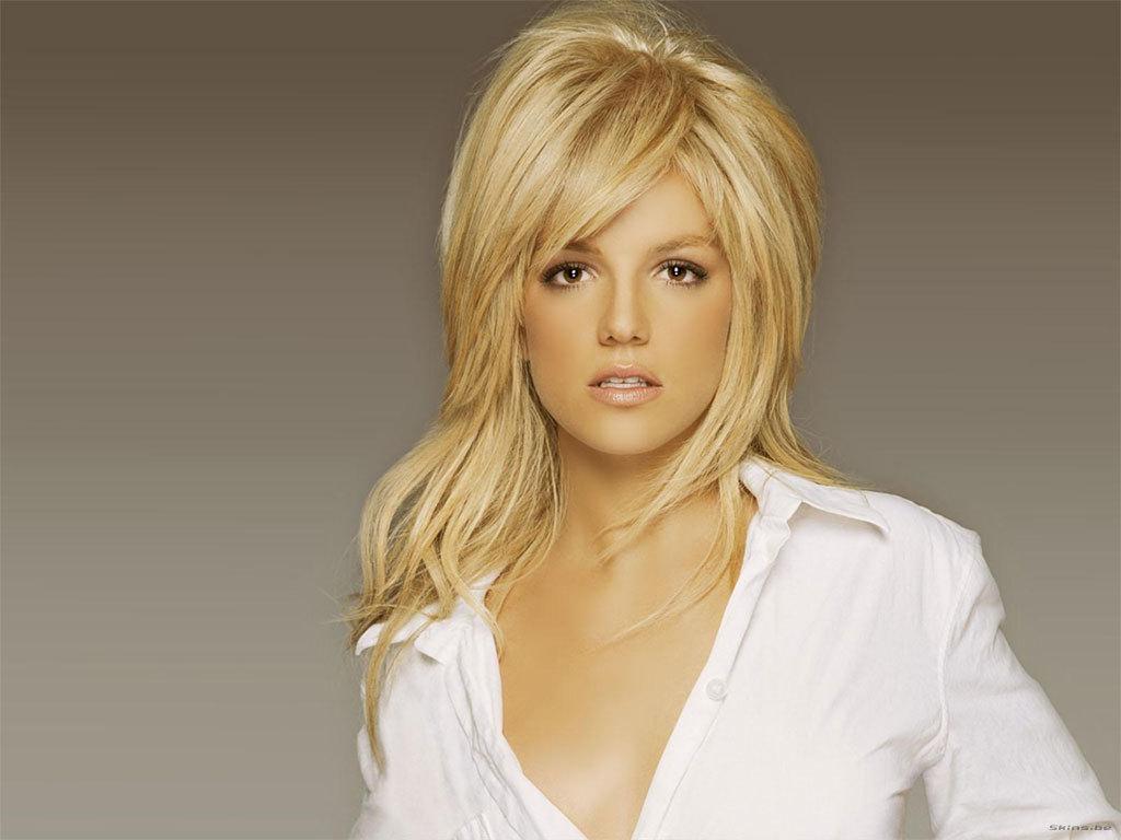 Britney kertas dinding