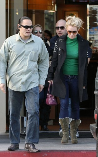 Britney out in Tarzana
