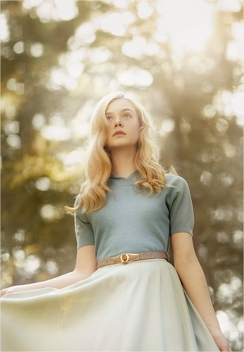 Elle Fanning wallpaper possibly containing a cocktail dress, a dress, and a frock called Elle Fanning