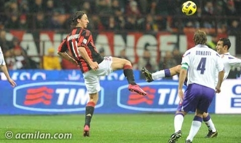 Zlatan Ibrahimovic fond d'écran possibly containing a football player, a fullback, and a vers l'avant, vers l'avant entitled Ibrahimovc....(Milan - Fiorentina)
