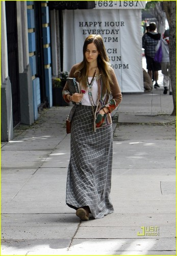 Isabel Lucas: Los Angeles Lady