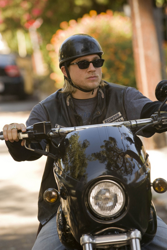 "Jackson ""JAX"" Teller वॉलपेपर probably with a motorcycle cop called JAX"
