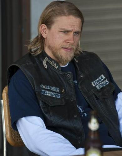 "Jackson ""JAX"" Teller wallpaper containing a green beret, a rifleman, tenuta da combattimento, and vestito da battaglia entitled JAX"
