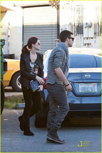 Joe Jonas & Ashley Greene: Shopping For Marlo!