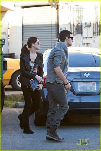 Joe Jonas & Ashley Greene: Shopping For Marlo!