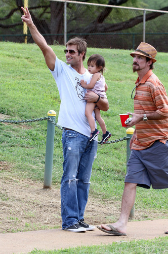 Josh Holloway at a Softball Game in Hawaii 22.11.2010