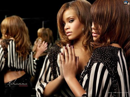 Lovely Rihanna Wallpaper