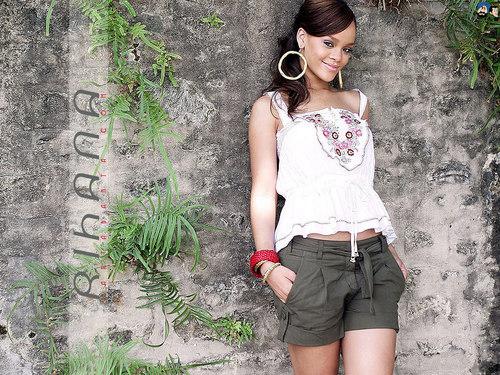 Lovely Rihanna kertas dinding