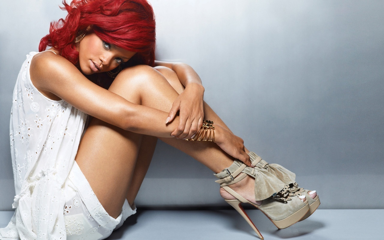 Rihanna Lovely Wallpaper