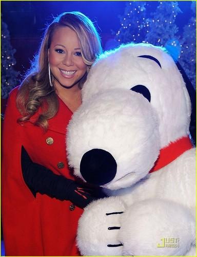 Mariah Carey: Weihnachten baum Lighting with Snoopy!