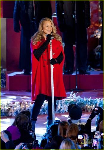 Mariah Carey: pasko puno Lighting with Snoopy!