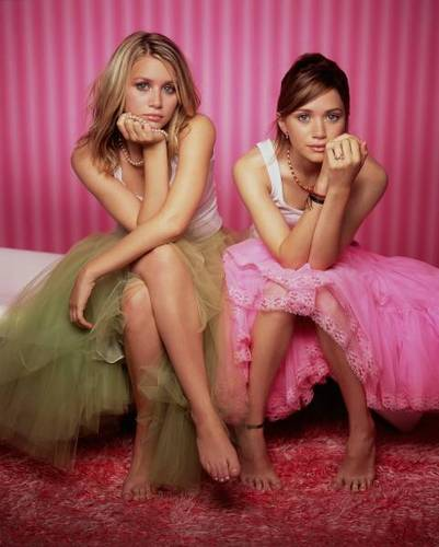 Mary-Kate & Ashley Olsen wallpaper possibly with a portrait and skin called Mary-Kate and Ashley Olsen
