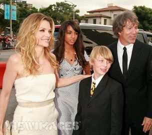 Michelle and her family - michelle-pfeiffer Photo