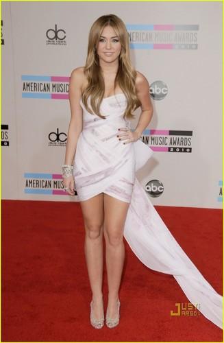 Miley @ 2010 AMA's