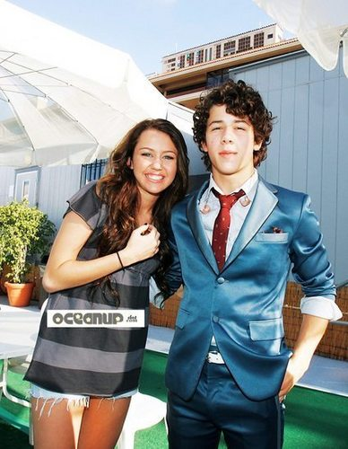 Miley Cyrus and Nick Jonas 바탕화면 containing a business suit, a well dressed person, and a suit titled NILEY