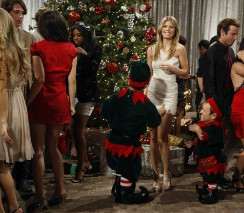 Naomi - Holiday Madness (3x11)