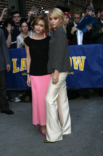 Mary-Kate & Ashley Olsen wallpaper titled Olsen Twins