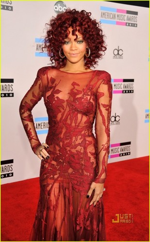 Rihanna @ 2010 AMA's