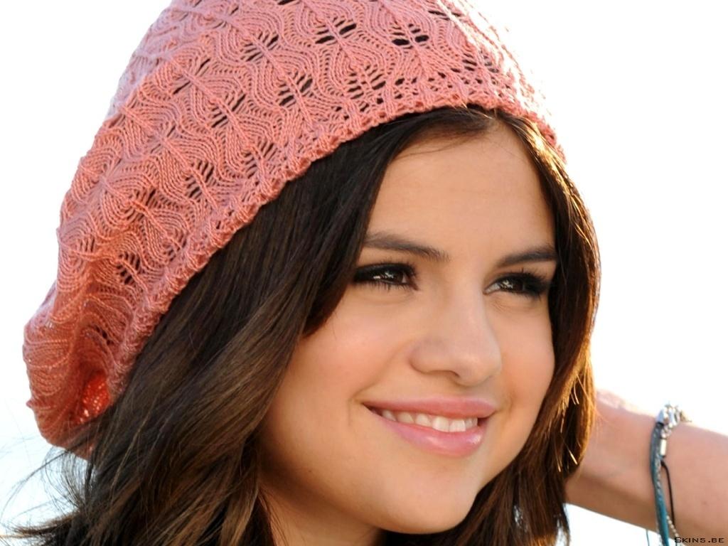 معلومات عن selena Gomez Selena-Wallpaper-selena-gomez-17185056-1024-768