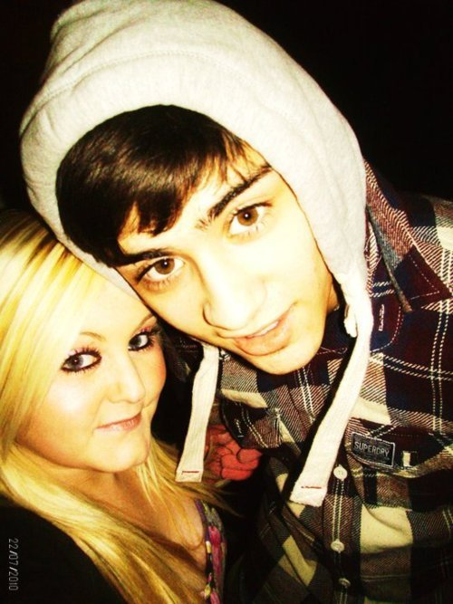 Zayn Malik Sizzling Hot Zayn Wiv 1 Of His Adoring Fans  Jealous Much    Zayn Malik With A Fan